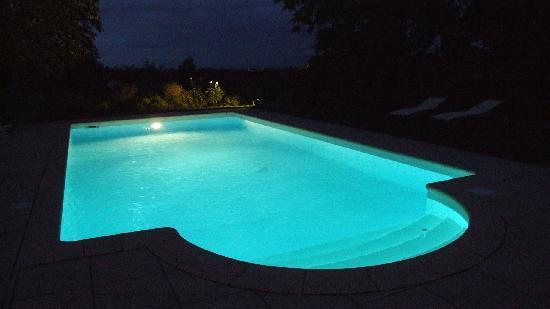 piscine-la-nuit